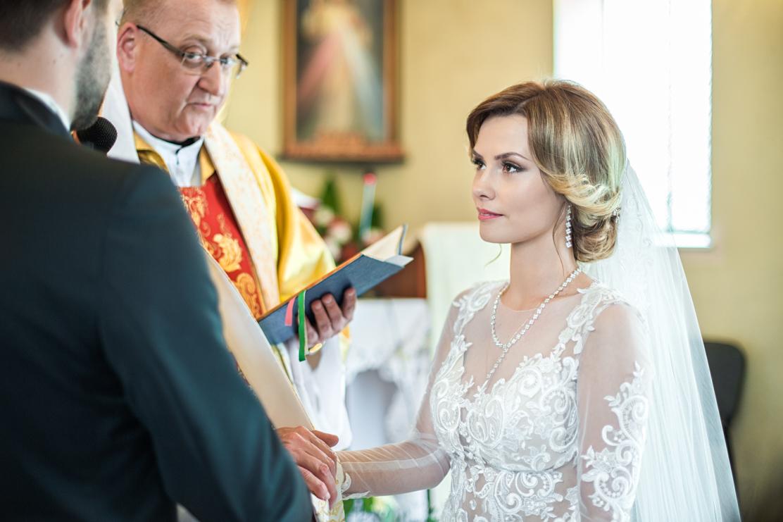 przysięga małżeńska - Ja, Weronika biorę Ciebie, Sylwestrze za męża i ślubuję Ci miłość, wierność i uczciwość małżeńską