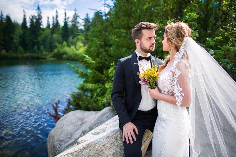 fotografia ślubna w górach - sesja nad szczyrbskim jeziorem