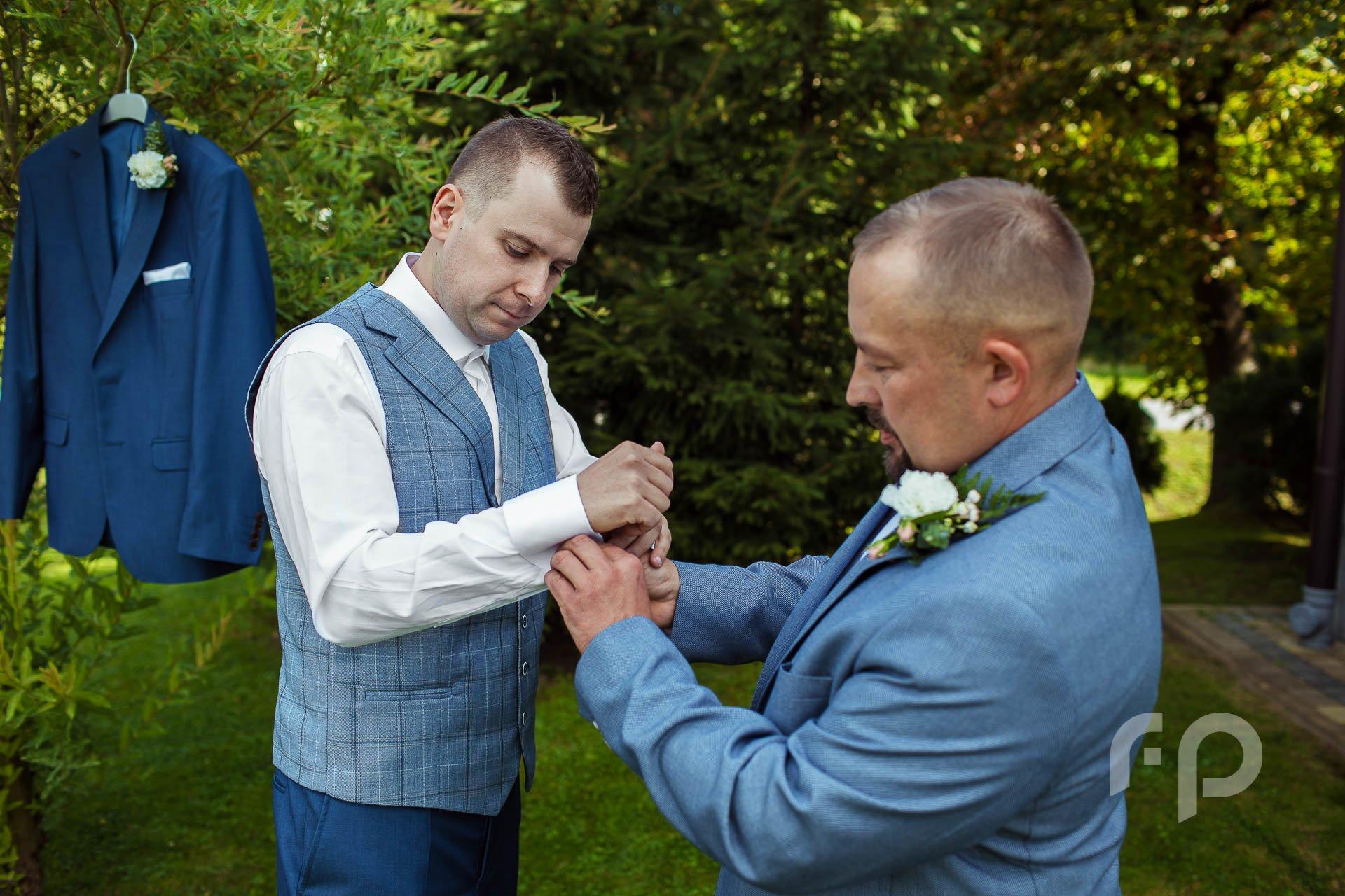 przygotowania ślubne w plenerze
