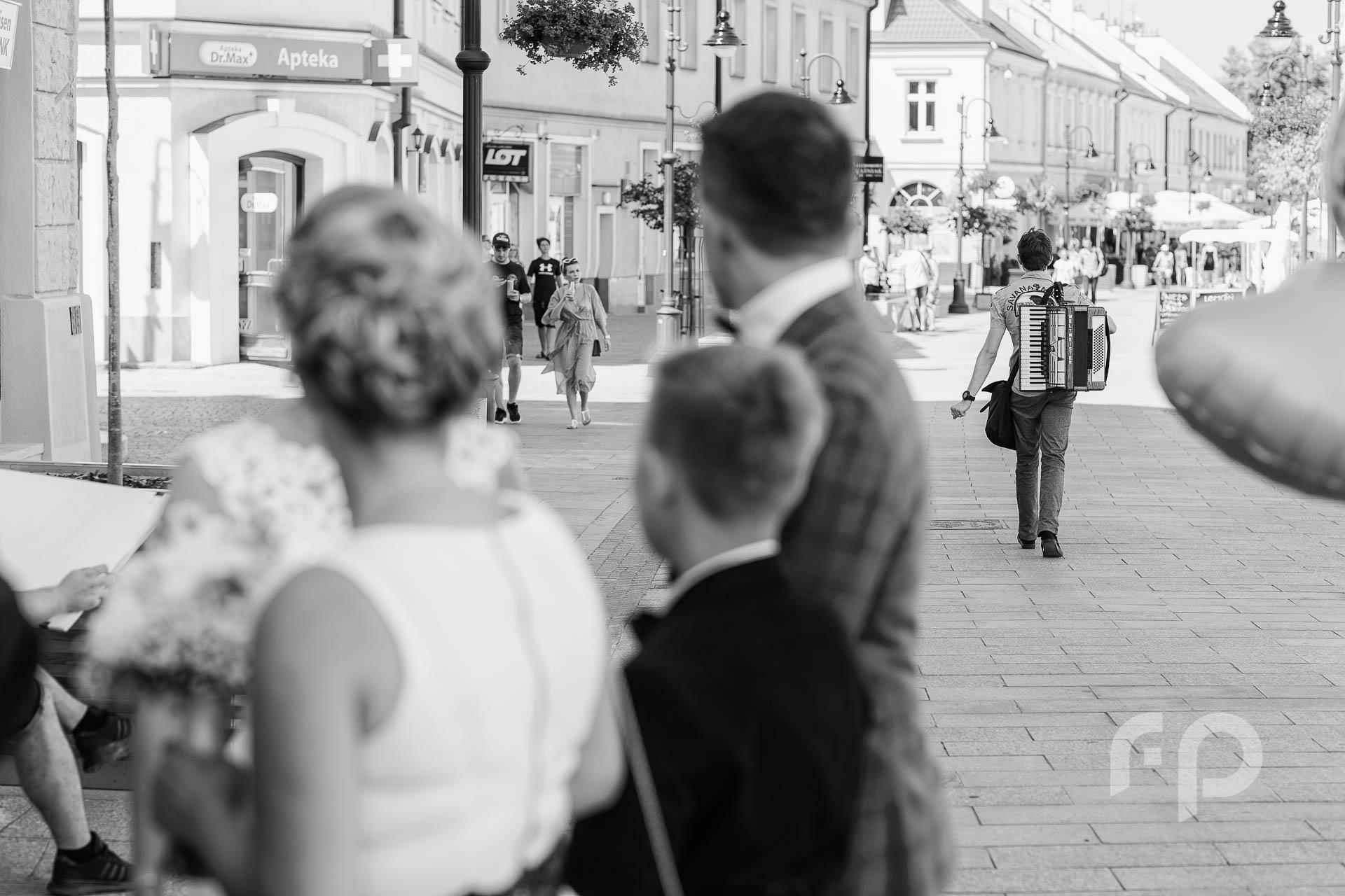 fotografie ślubne na rzeszowskim rynku