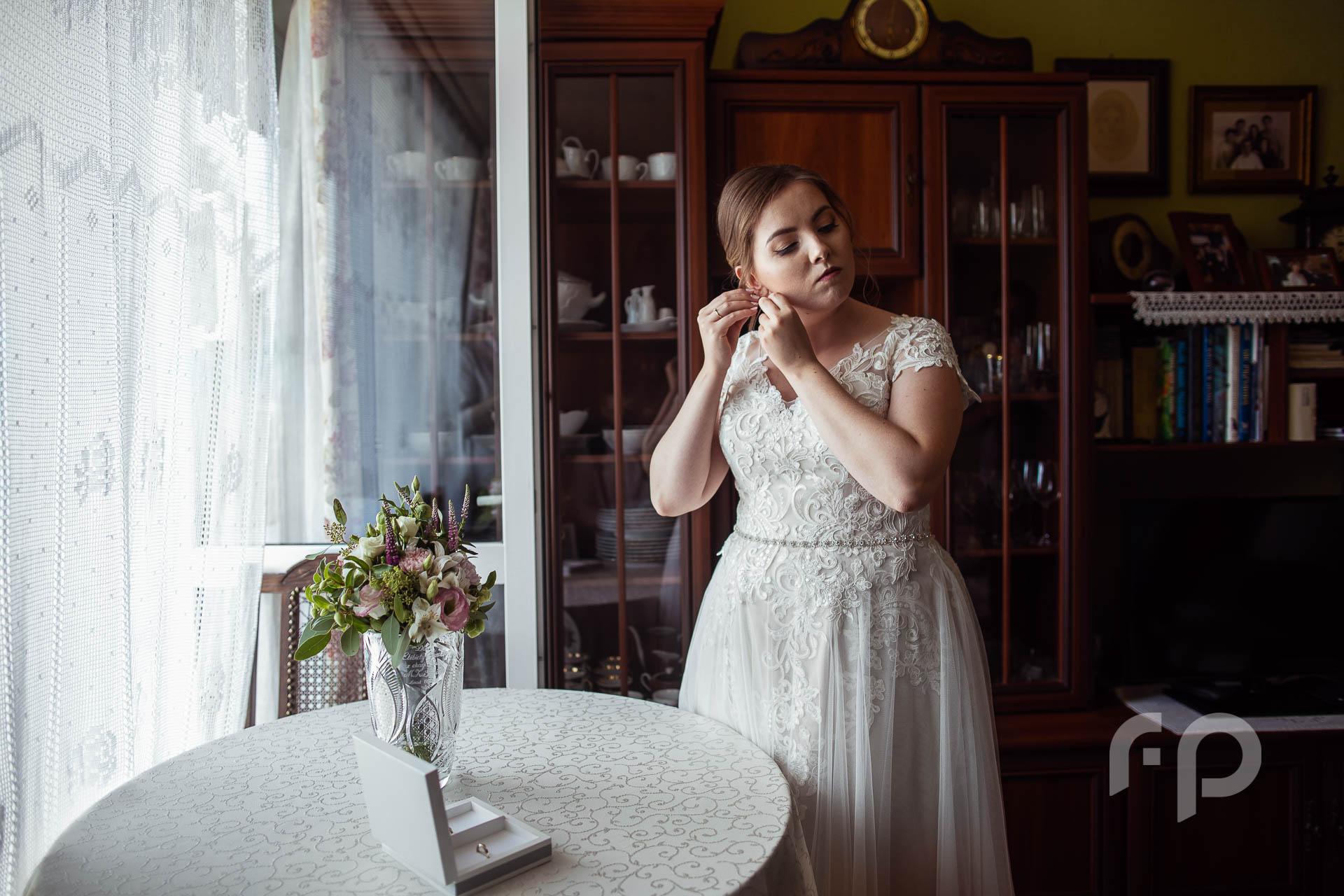 przygotowania do ślubu córki