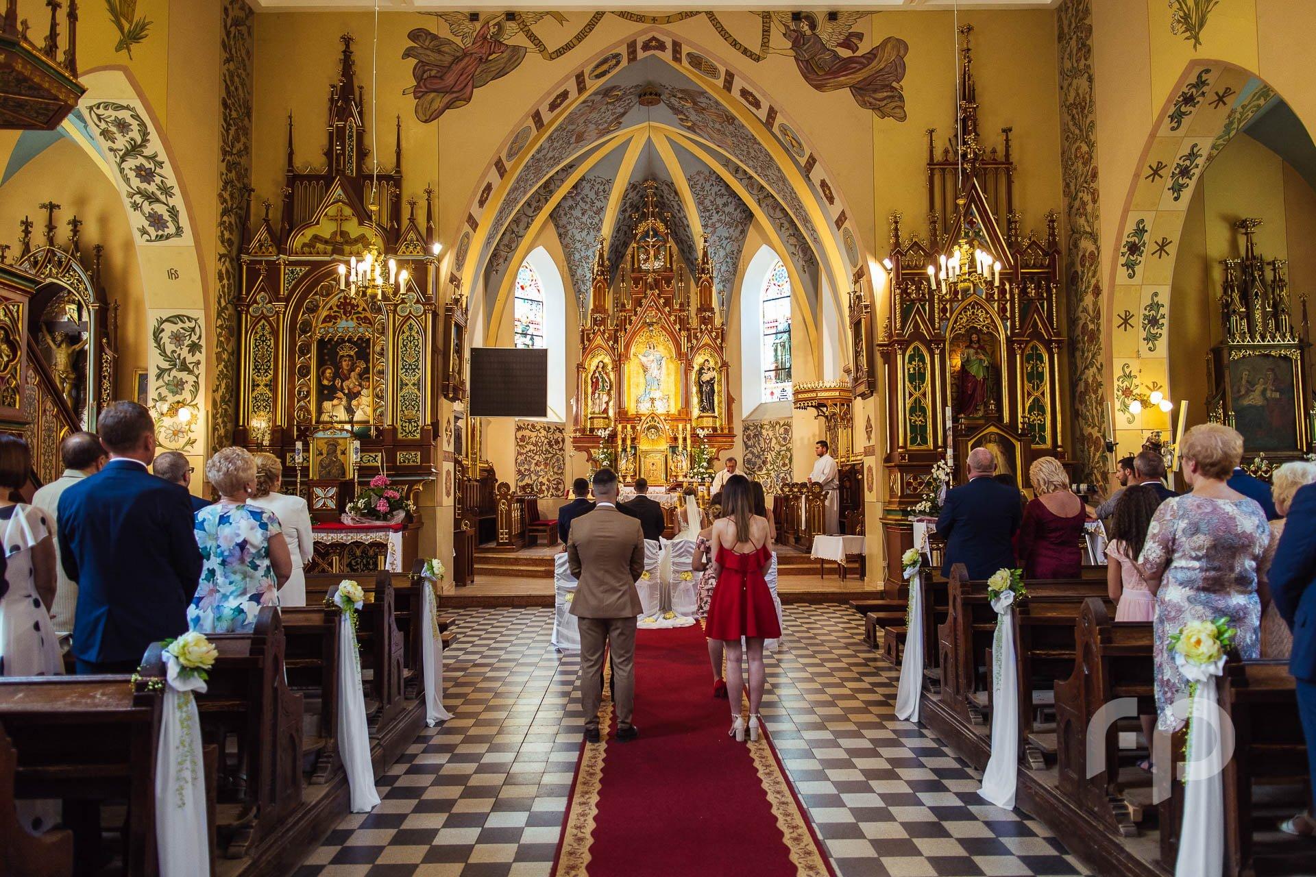 fotografia gości w kościele