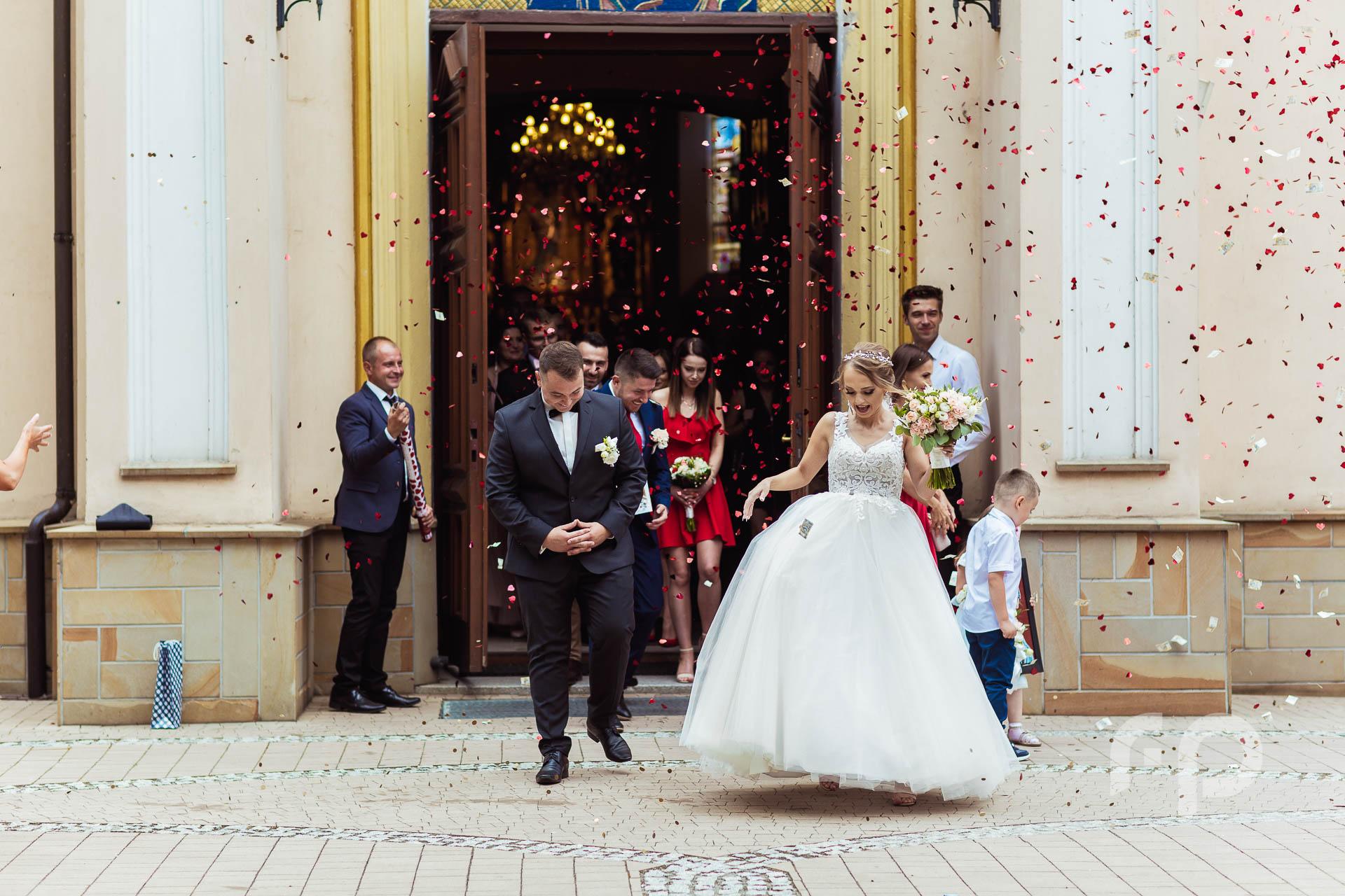 konfetti ślubne - kościół Mielec