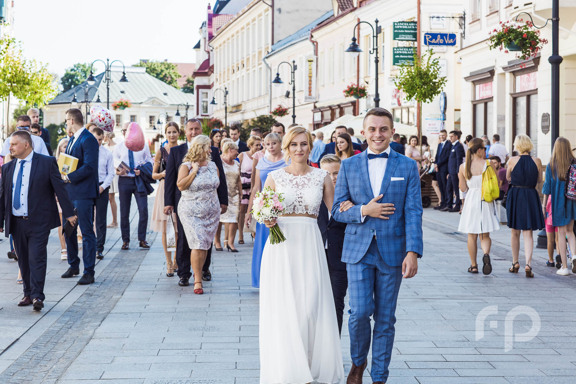 droga z kościoła na sale ślubną
