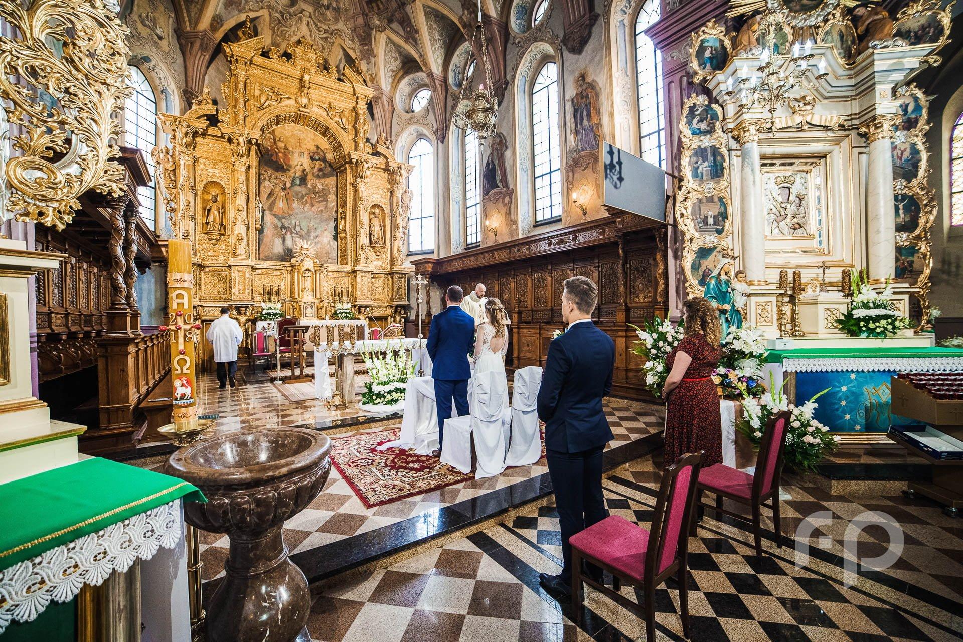 fotografia kościoła podczas ślubu