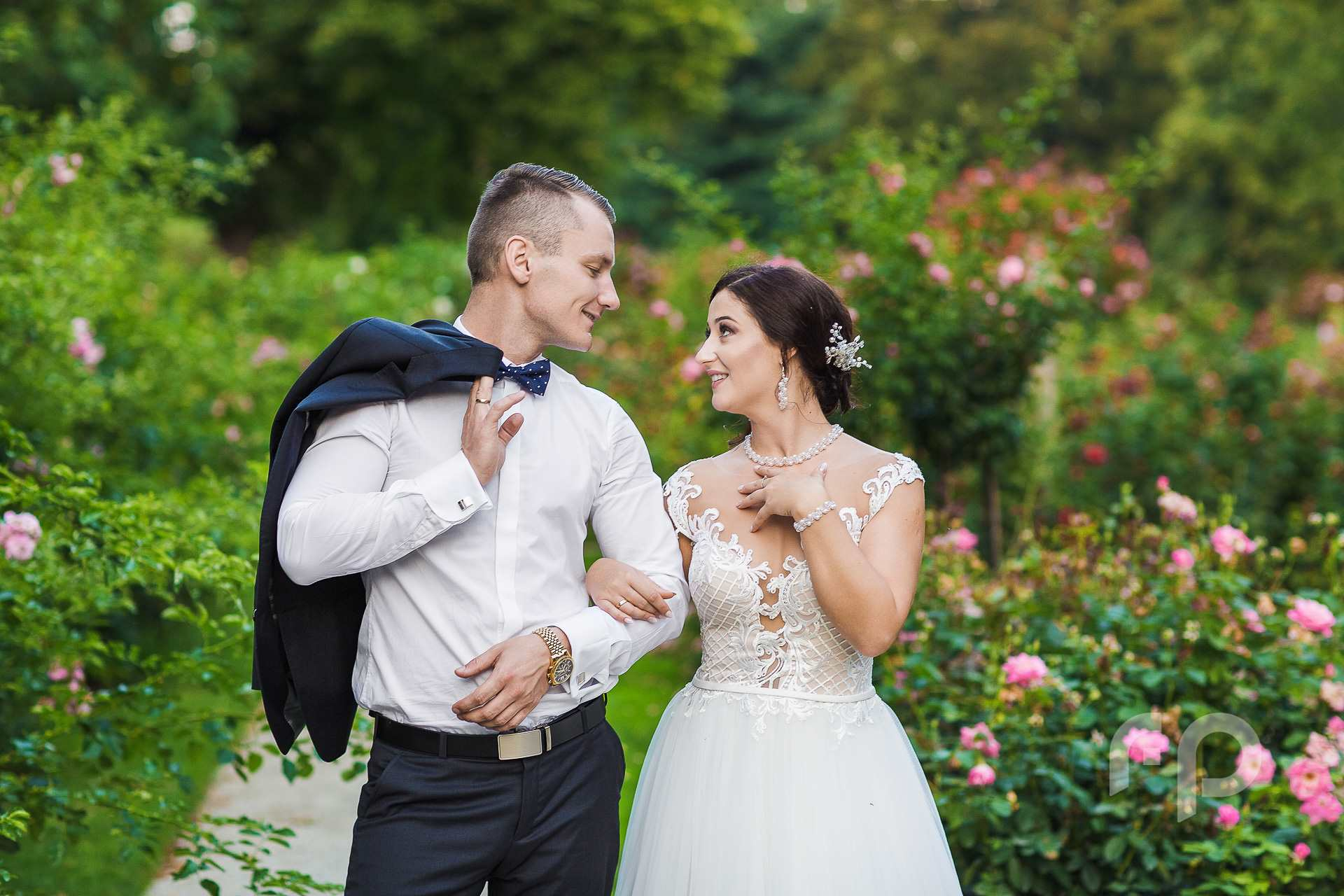 Plener ślubny w różach