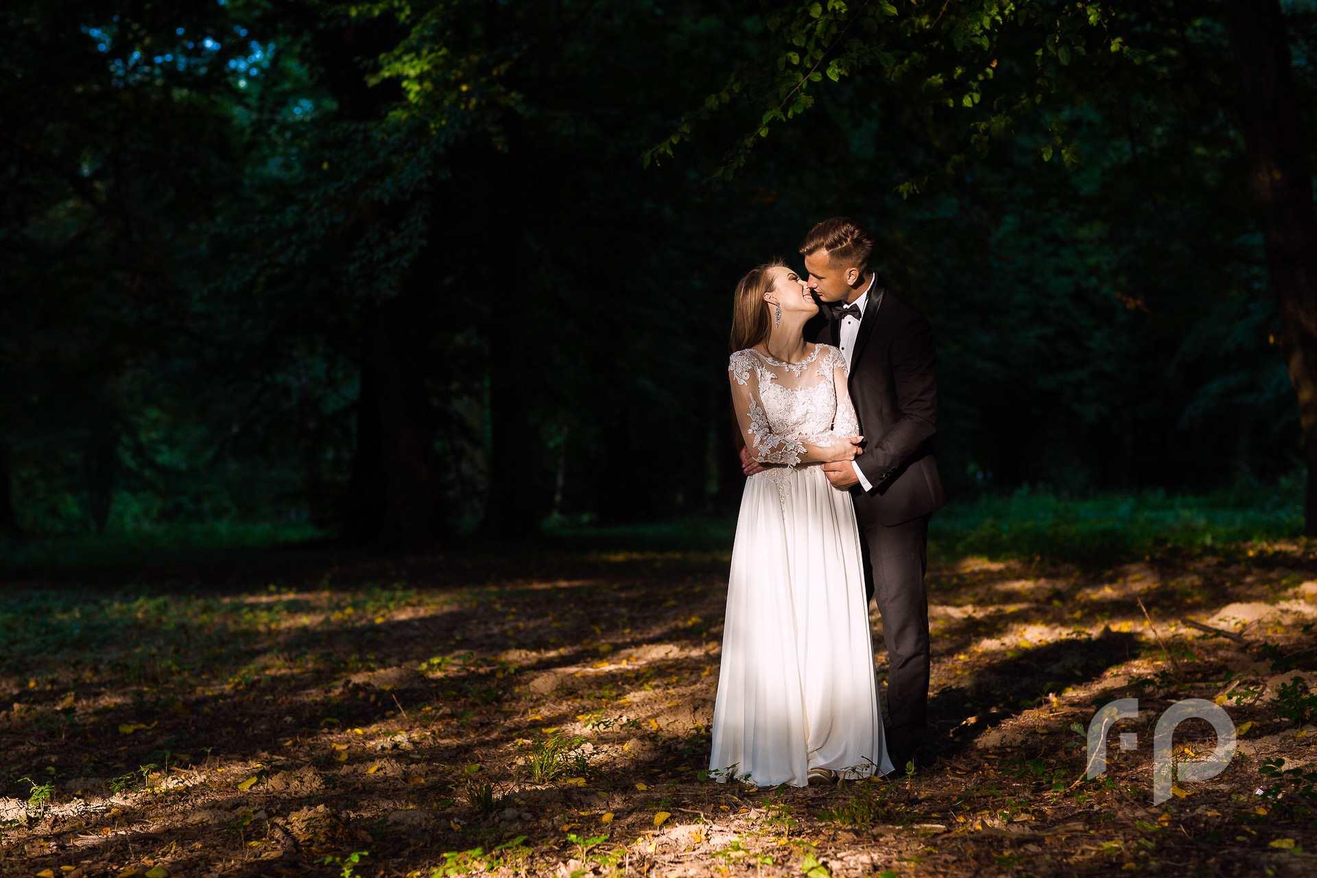 Plener ślubny w parku w Tyczynie