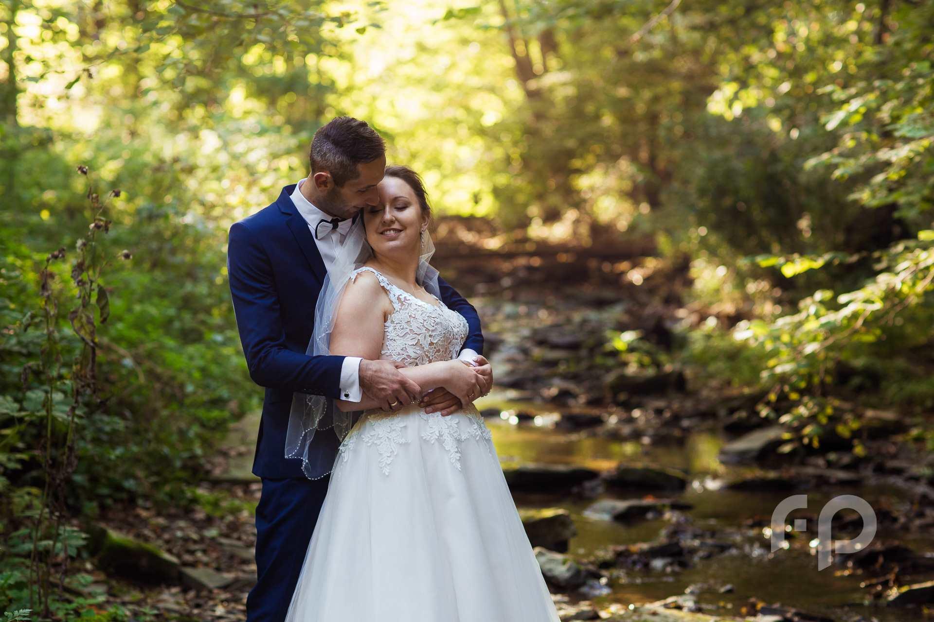 plener ślubny nad rzeką