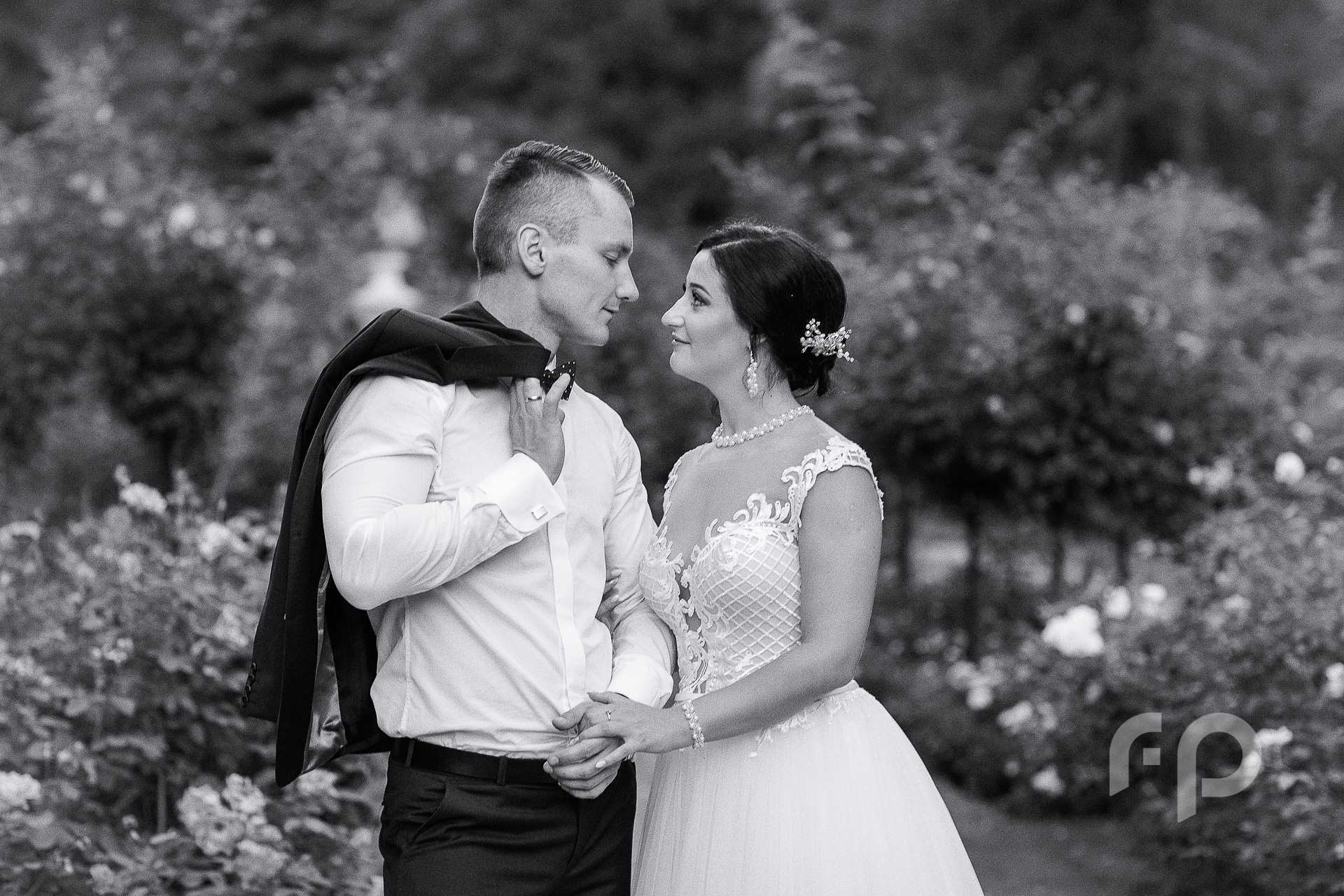 czarno-biały plener ślubny