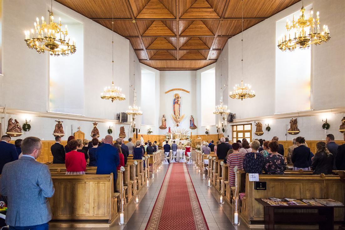 kościół w szerokim kadrzee