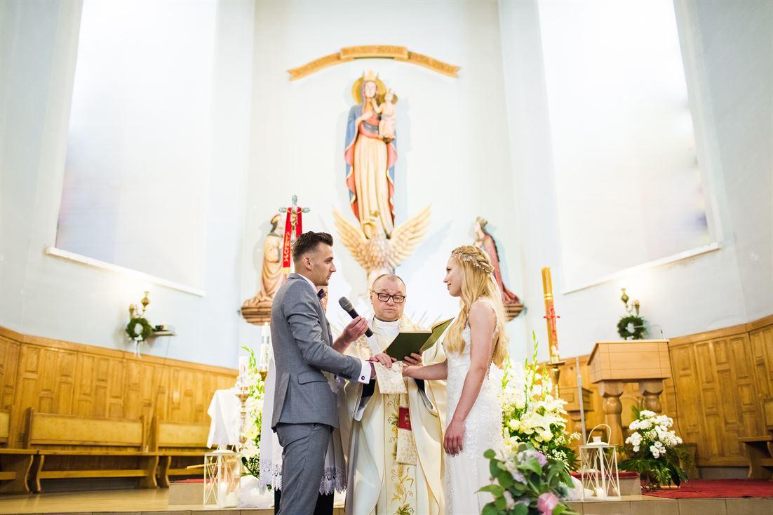 wypowiadanie słów przysięgi małżeńskiej