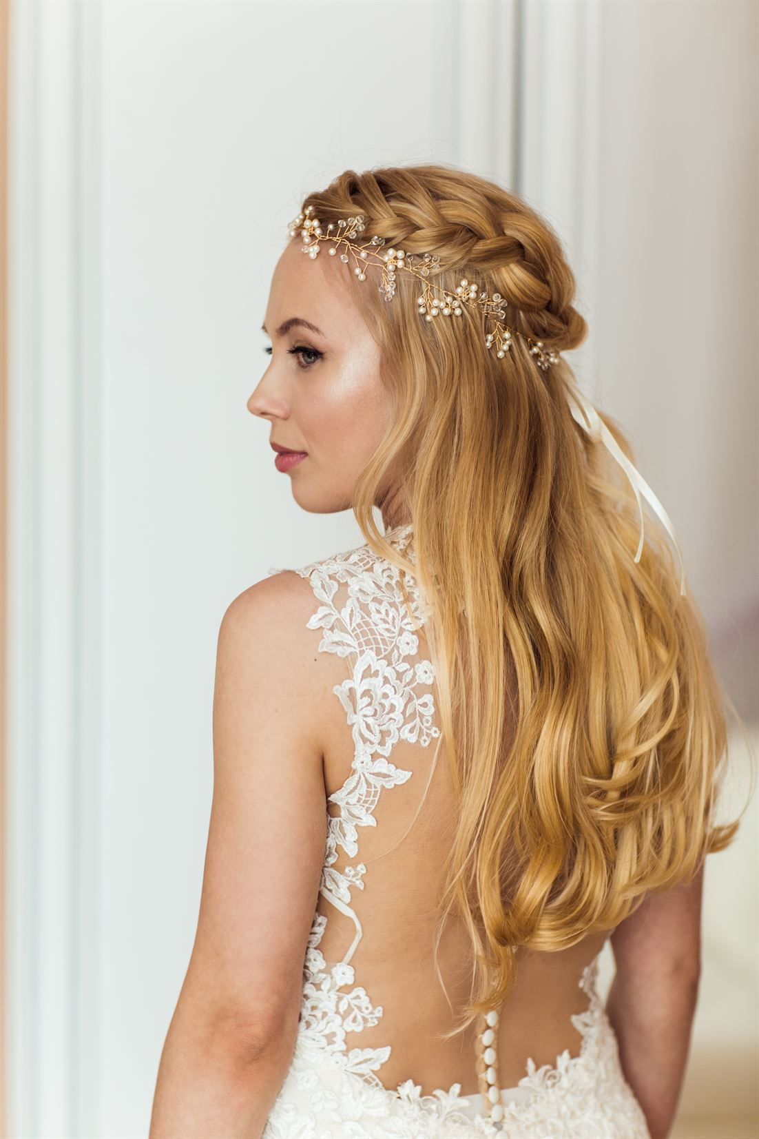niezwykła fryzura ślubna panny młodej