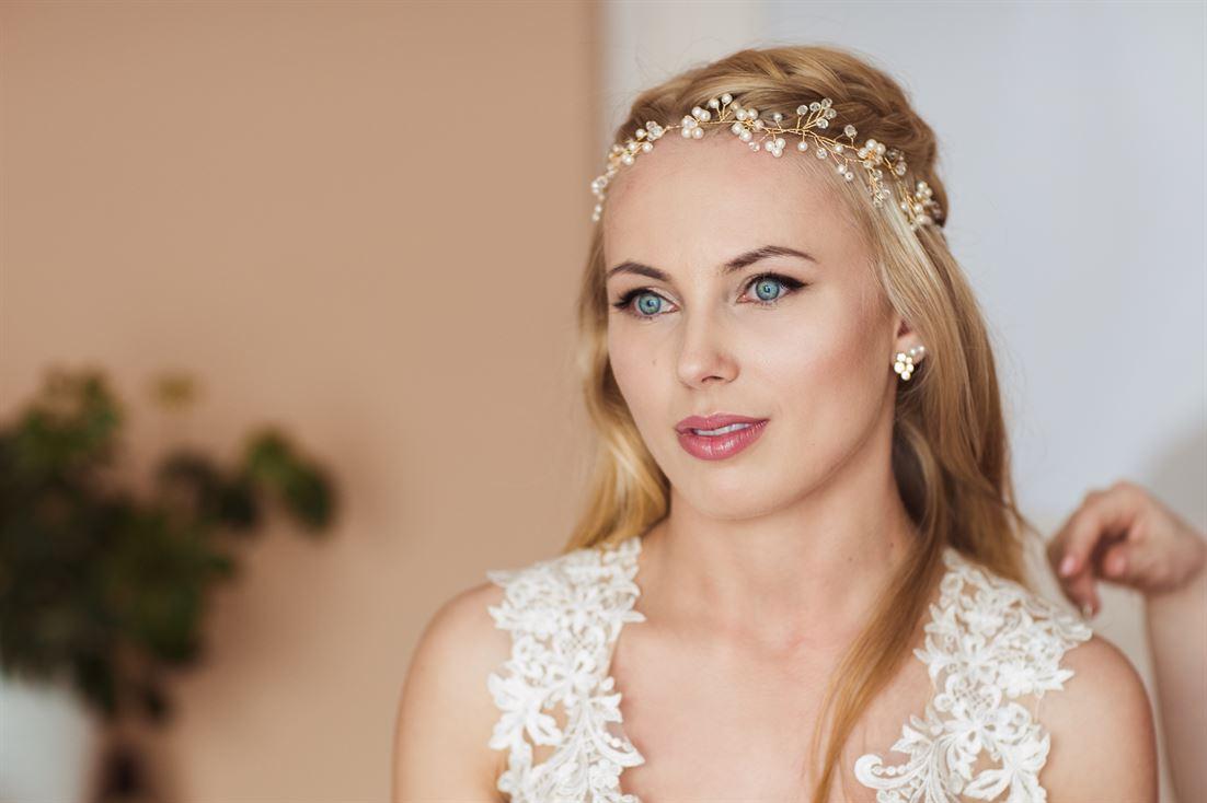 modne upięcie włosów na ślub i wesele