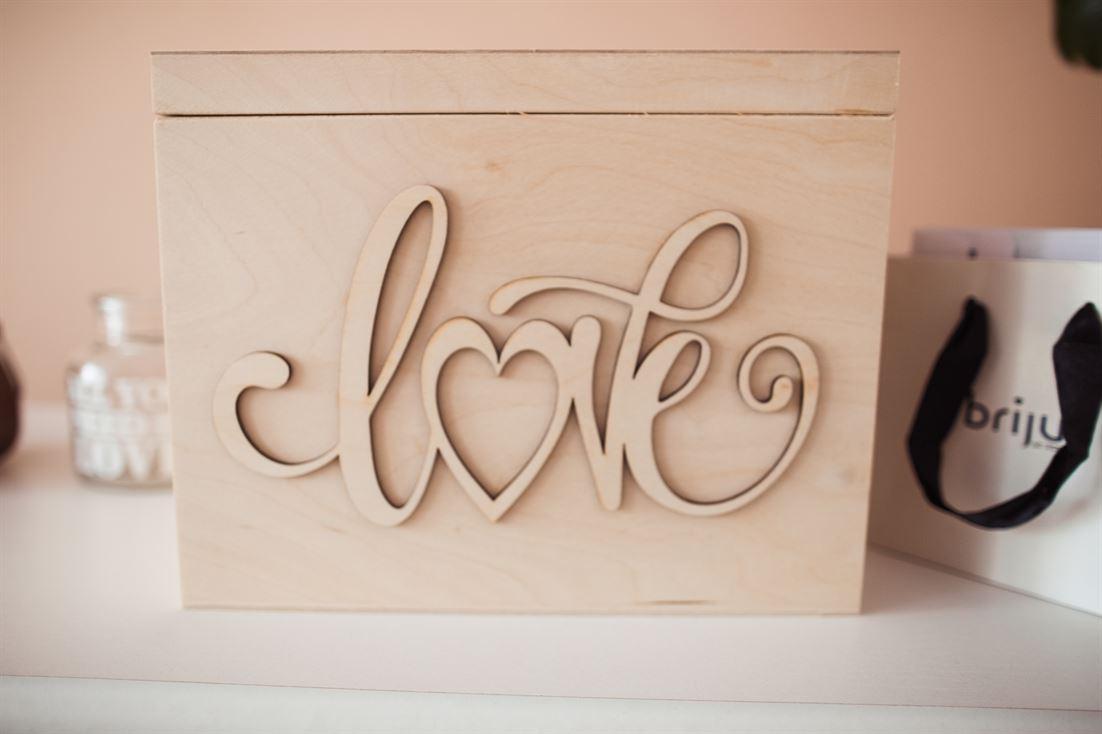dekoracje ślubne domu - drewniana szkatułka