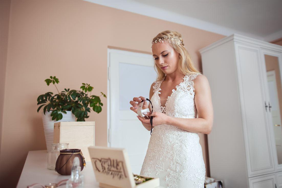 naszyjnik i biżuteria ślubna