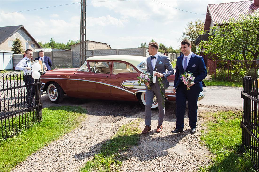 klasyczny samochód do ślubu