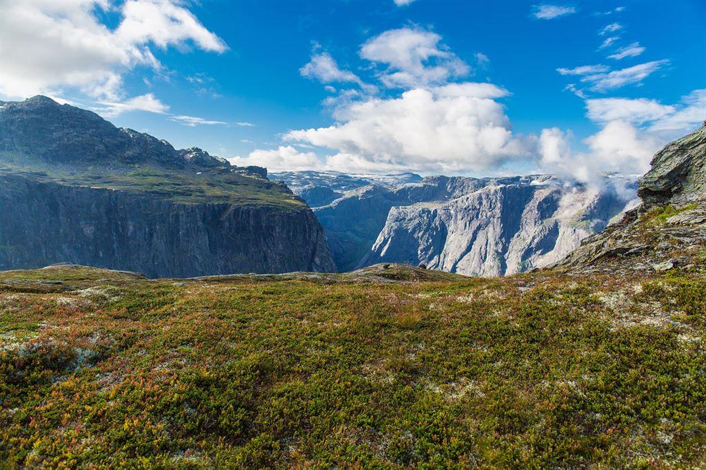 surowy krajobraz norweskich fiordów