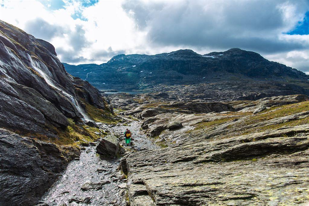 wodospady i księżycowy krajobraz Norwegii