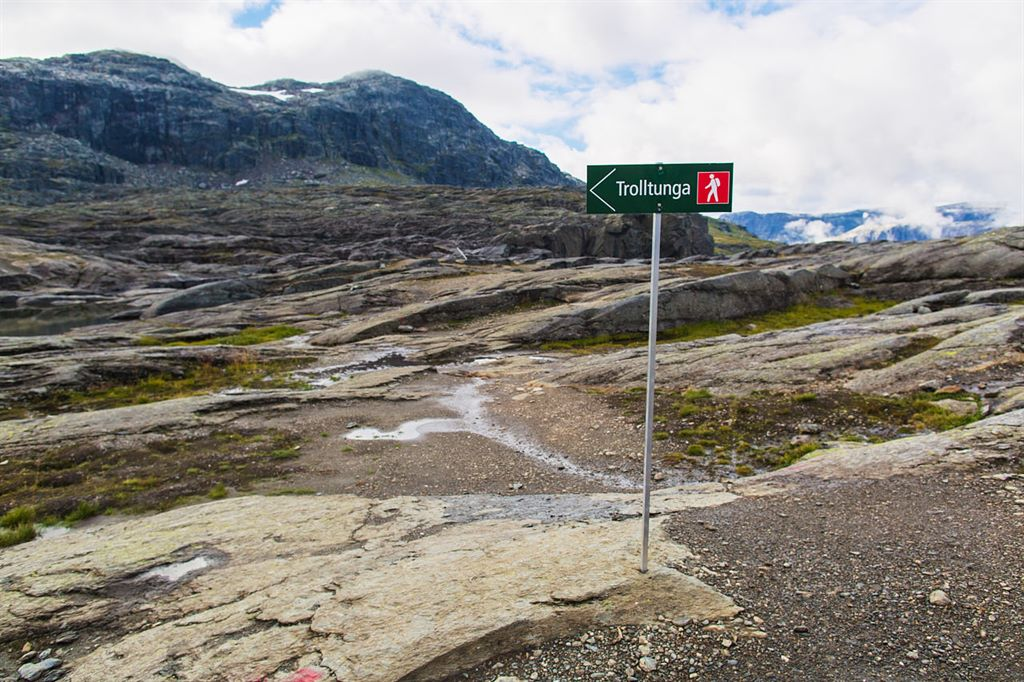 długi, wymagający szlak na Trolltunga