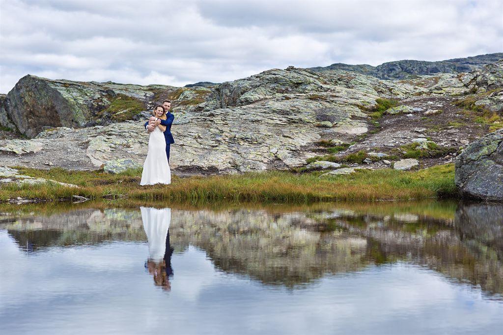 Państwo Młodzi na zagranicznej sesji ślubnej