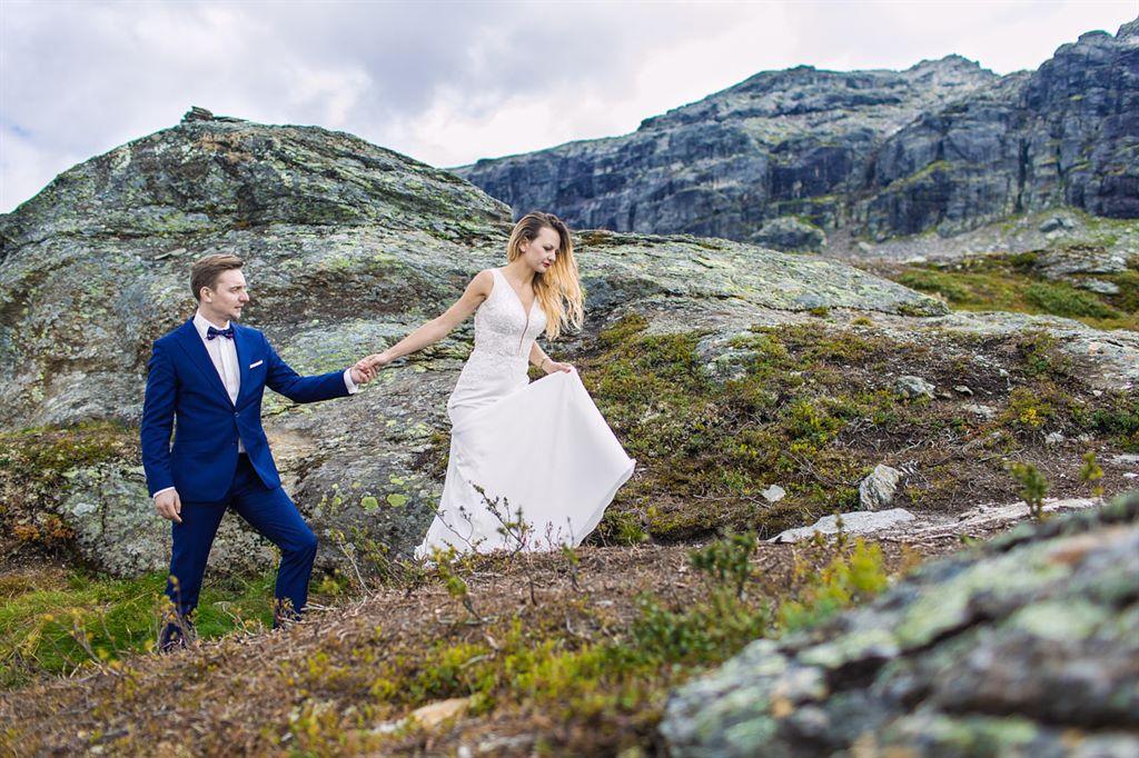 zagraniczna sesja ślubna - Trolltunga Norwegia