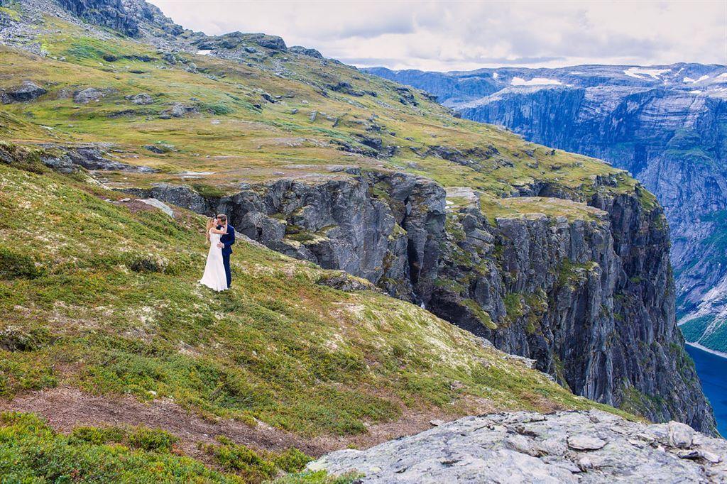 sesja ślubna na Preikestolen w Norwegii