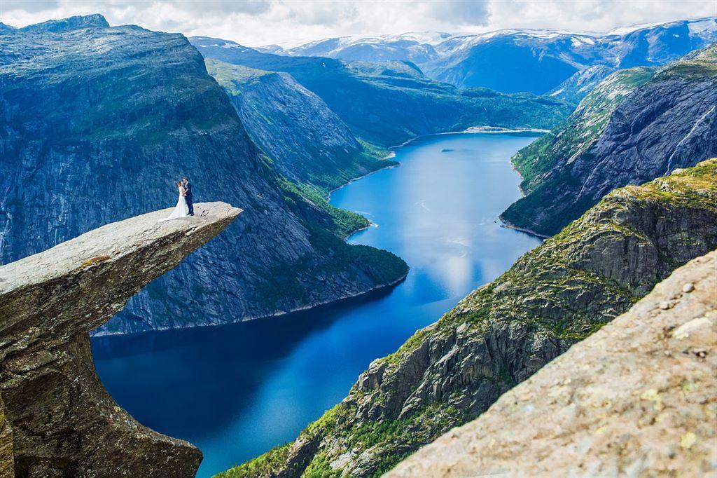 Angelika i Grzesiek na najpopularniejszej skale w Norwegii - plener za granicą