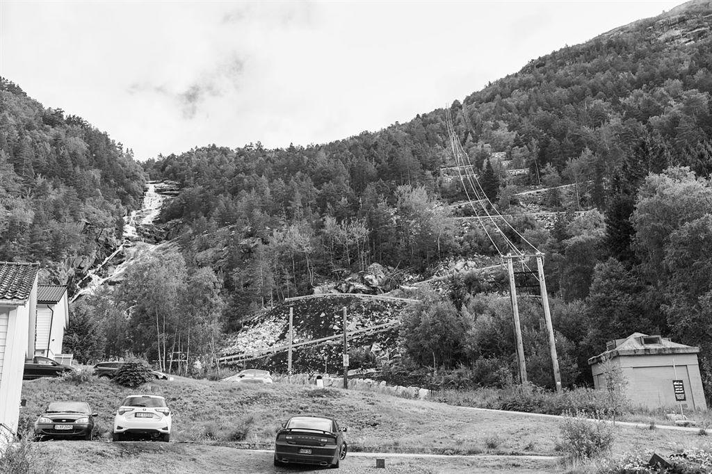 kręte serpentyny na początku trasy prtowadzącej na Trolltunge