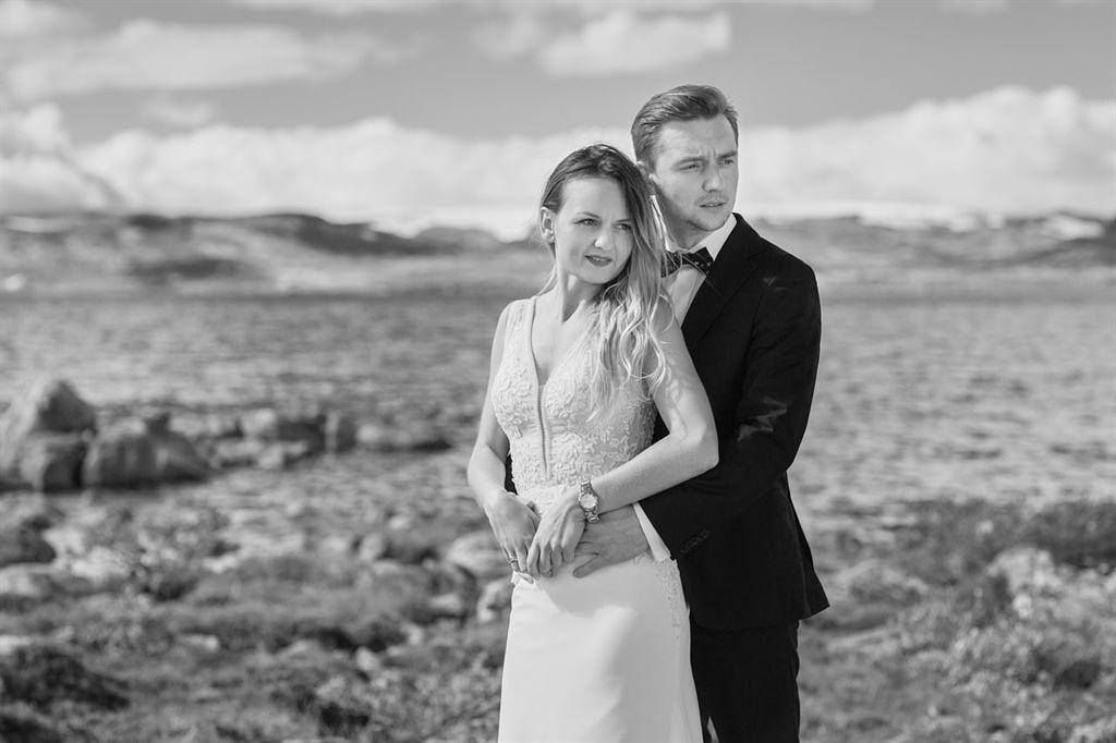 czarno biała sesja ślubna - Norwegia