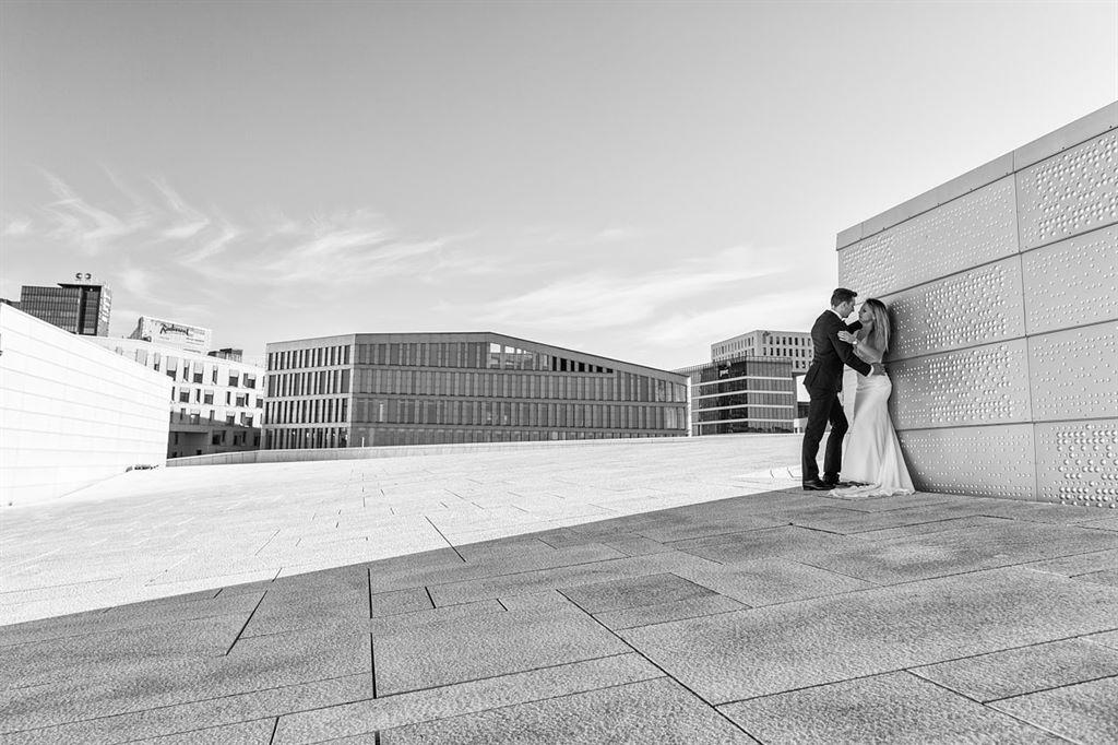 czarno biała sesja ślubna w Norwegii