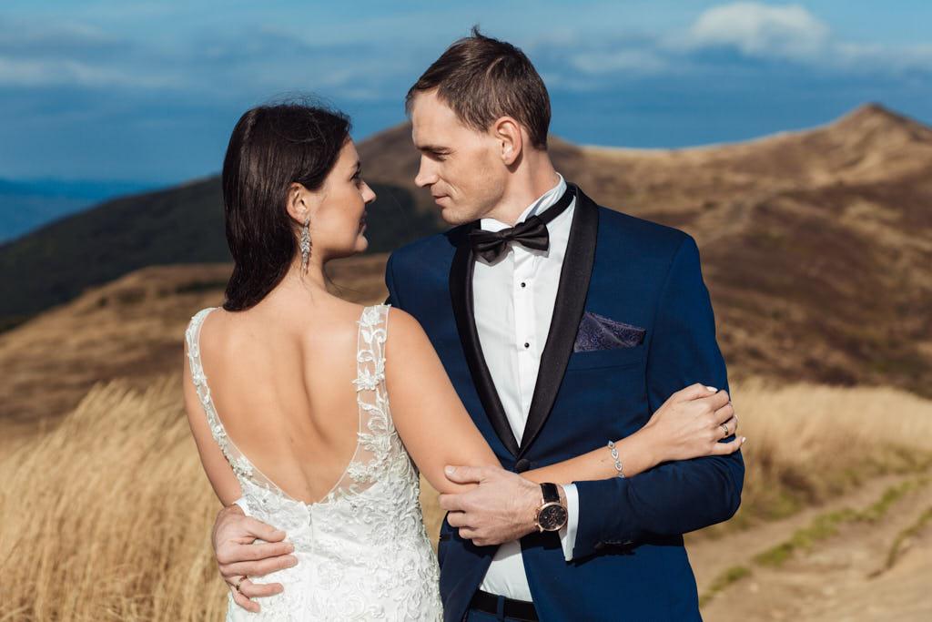 przygotowywanie ujęć do filmu ślubnego w Bieszczadach