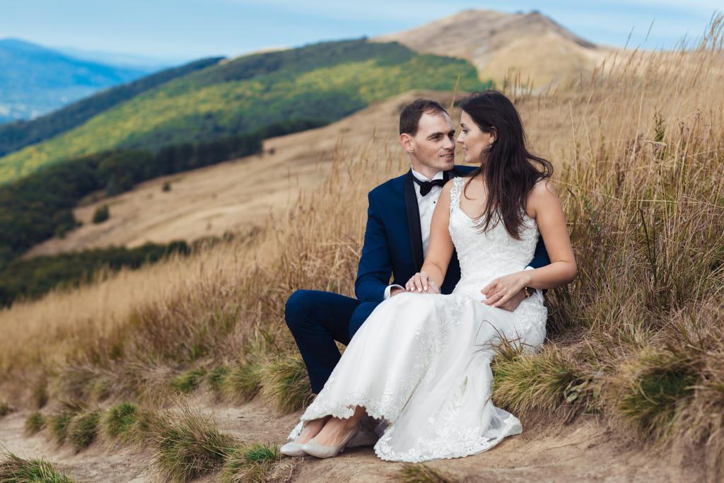 sesja ślubna na bieszczadzkiej łące