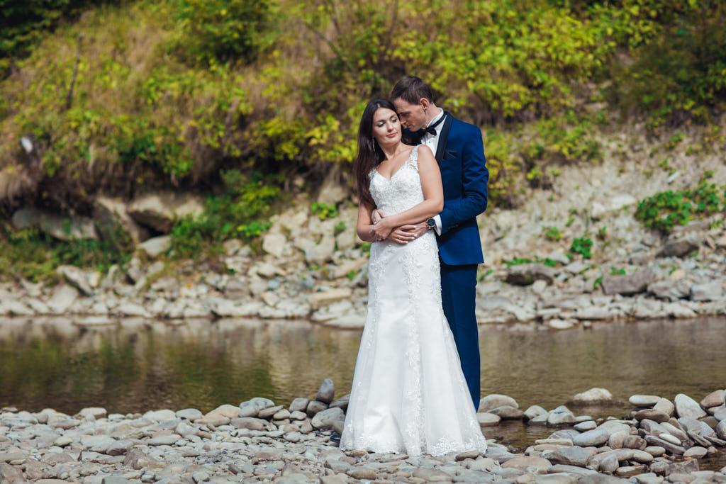 rzeka w Bieszczadach - plener ślubny
